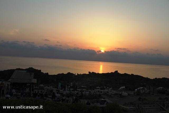 """Ustica,aspettando il tramonto dalla """"Rosa d'Eventi"""""""