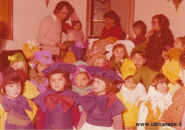 Scuola dell'infanzia, visita del sindaco prima della recita