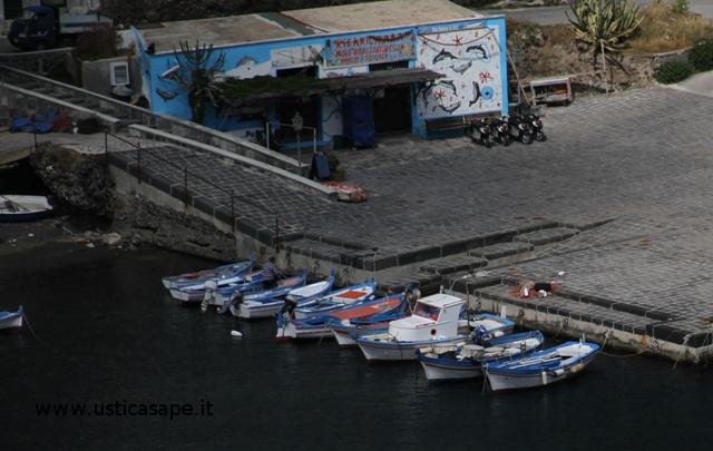 barche ormeggiate in banchina