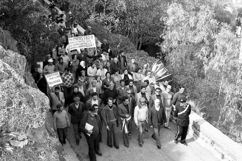 Protesta trasporti, una comunità unita con autorita' in testa al corteo
