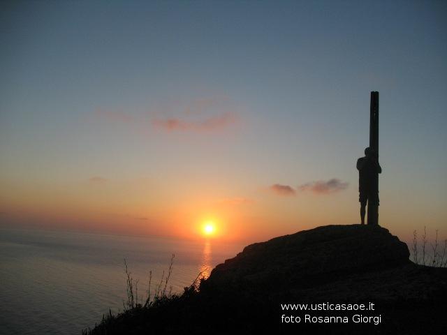 Ustica, sulla Falconiera aspettando l'alba