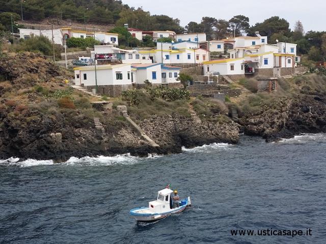 Villaggio dei pescatori con ormeggiatori