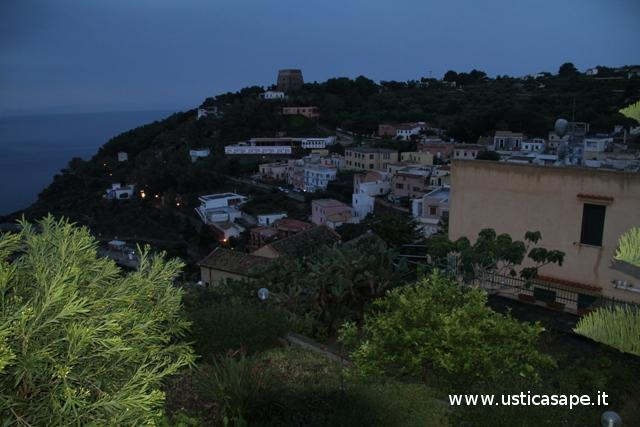 Ustica, una sbirciatina dal belvedere Scalarini
