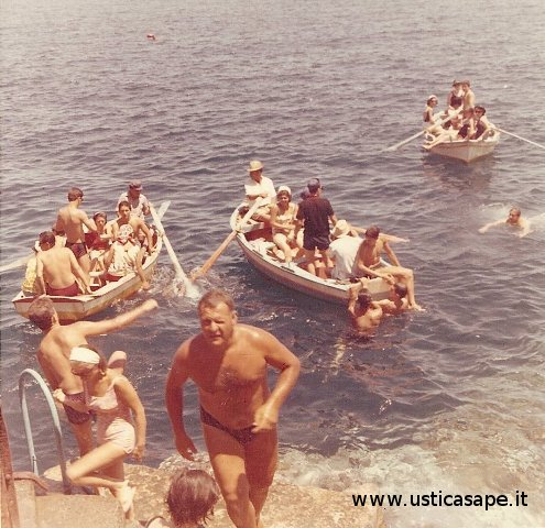 Barche attesa turno ingresso grotta azzurra