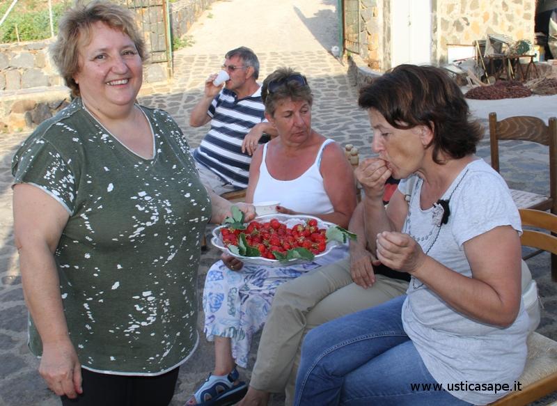Massima concentrazione  degustazione fragole