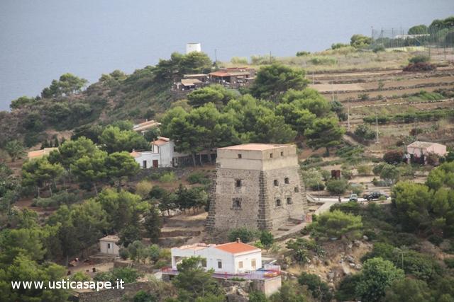 Ustica, Torre Santa Maria e Mulino a vento