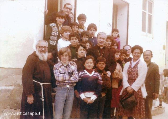 Cardinale in visita scolaresca