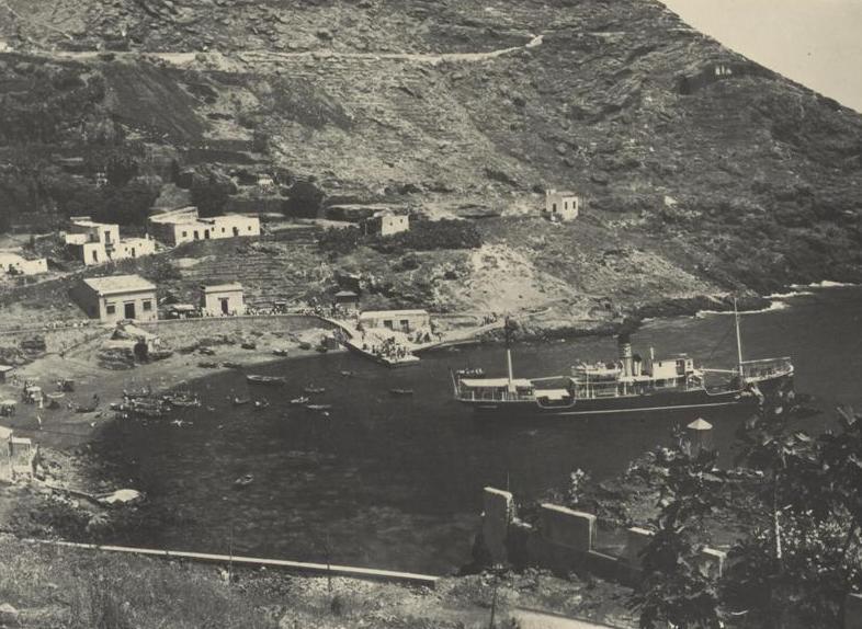 Cala Santa Maria con il vaporetto Ustica  1950