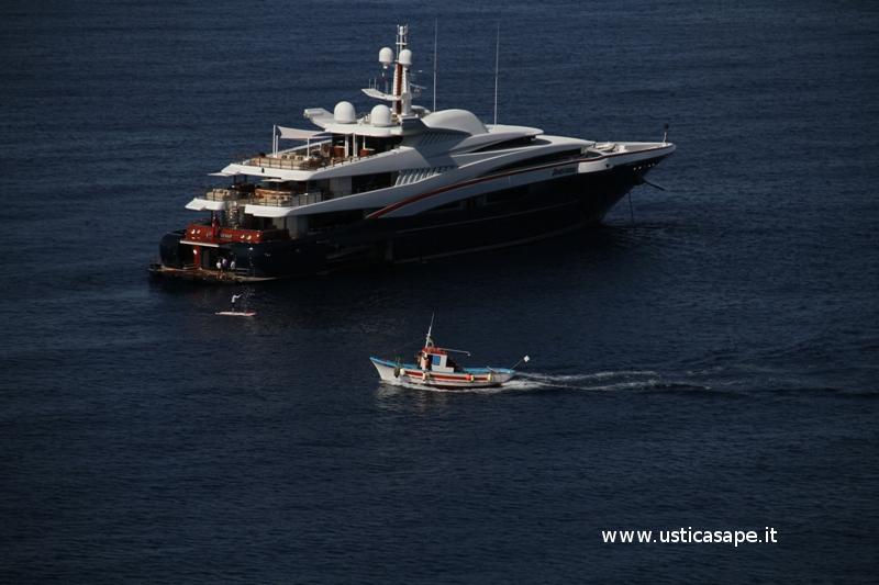 """super yacht """"Anastasia"""" alla fonda a Cala Giacone"""