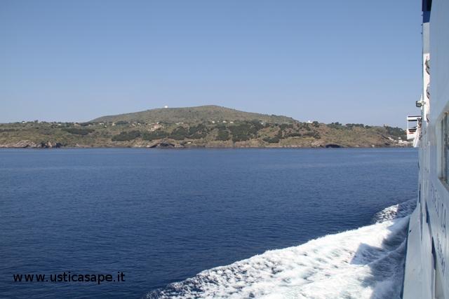 Arrivo ad Ustica con nave