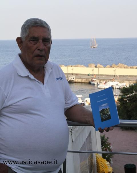 """Costantino Tranchina presenta il suo libro di poesie """"Ascoltando il Mare"""""""