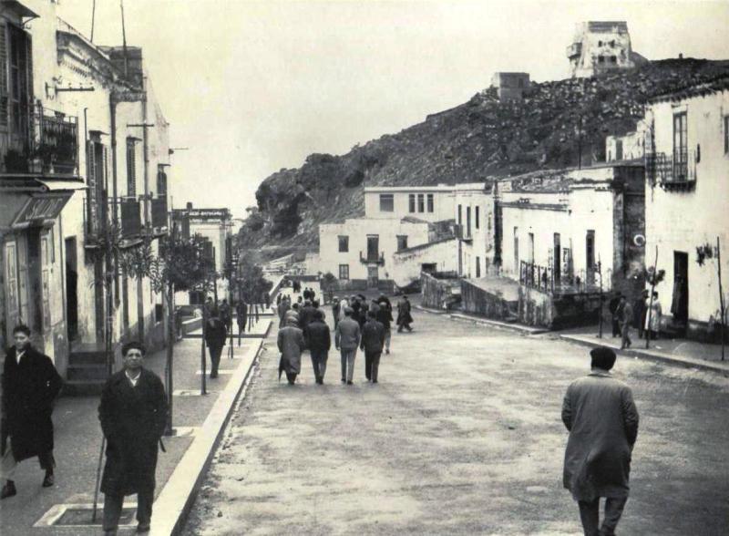 Ustica piazza in un giorno festivo  1950