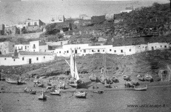 Ustica, marineria e case dei pescatori