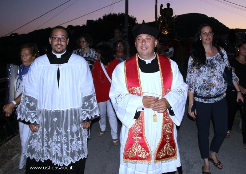 Processione San Bartolomeo verso villaggio pescatori