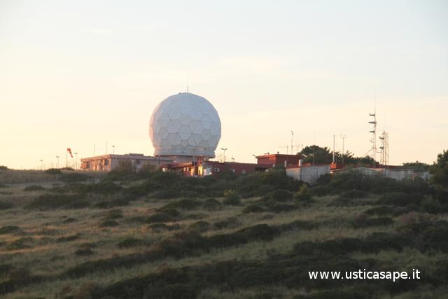 Ustica radar, stazione meteo ed eliporto