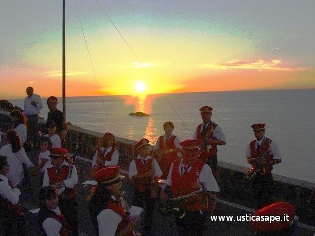 Banda musicale al tramonto