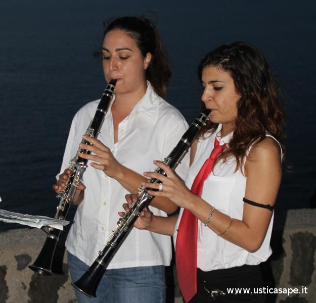 ragazze componenti la banda musicale