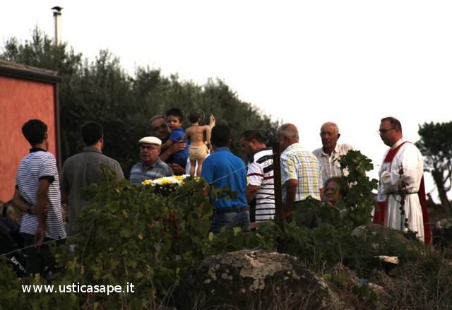 San Bartolicchio, in processione, viene portato a far visita agli ammalati