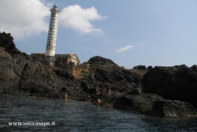 Zona piscina naturale faro Punta Cavazzi