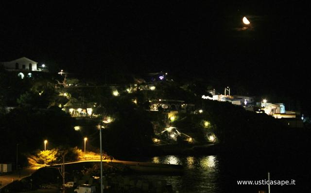 Ustica, zona Mezzaluna di notte
