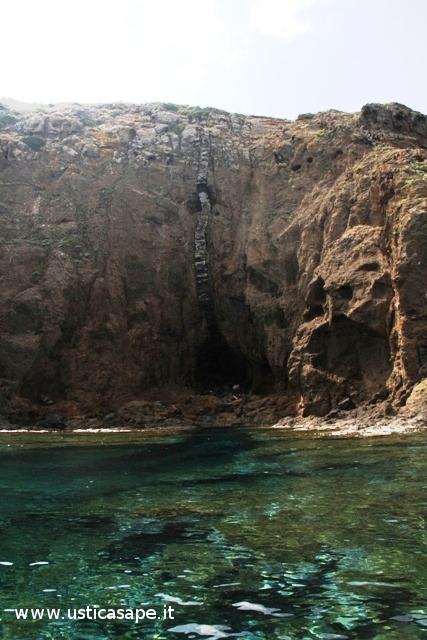 f-c-7953-parete-rocciosa-a-passo-della-madonna