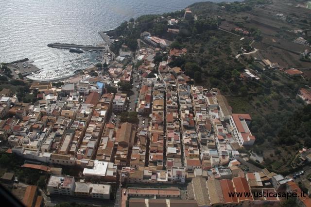 Ustica, panorama sul centro abitato
