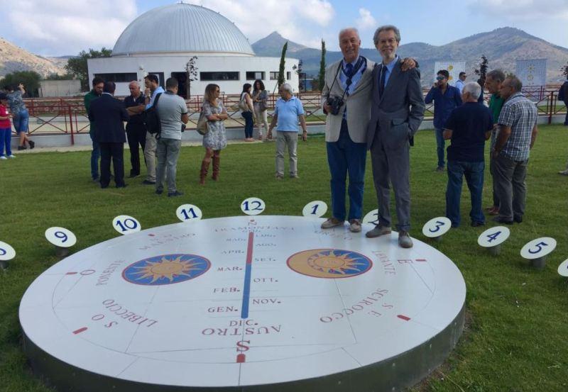Franco Foresta Martin con il costruttore di meridiane solari Giuseppe Paltrinieri