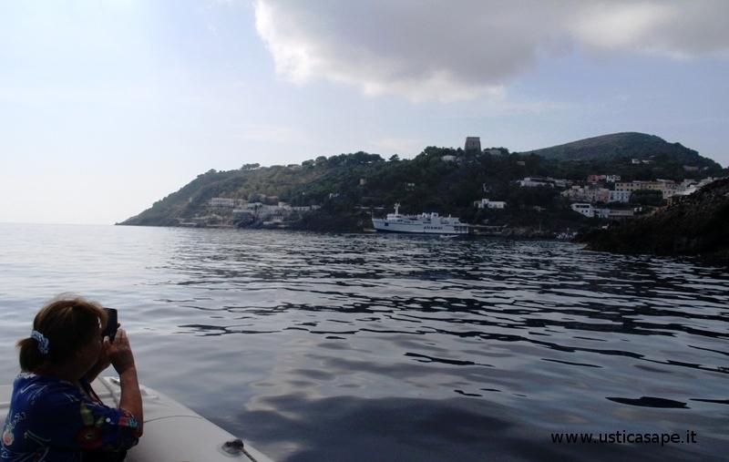 Ustica, giro dell'Isola con tante foto