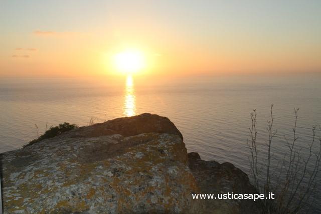 Ustica, alba dalla Falconiera