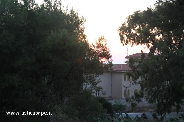"""Ustica, Comune al """"tramonto"""""""
