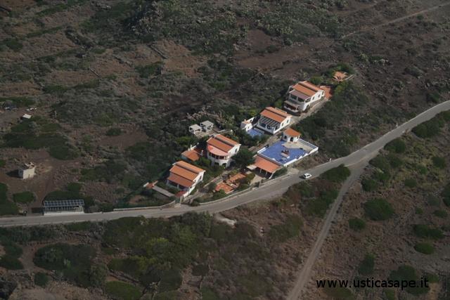 Ustica, villini in località Punta Cavazzi