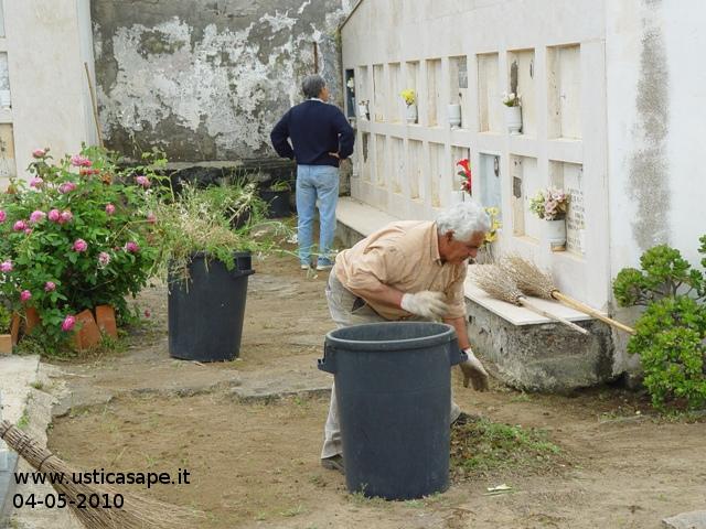 Volontariato per la pulizia del Cimitero 04-05-2010