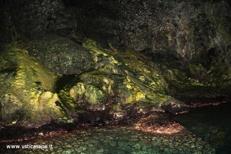 Ustica, interno grotta azzurra