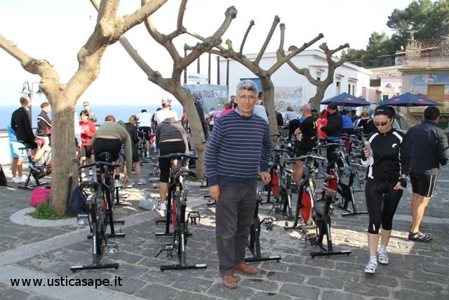 in attesa di provare una fitness bike