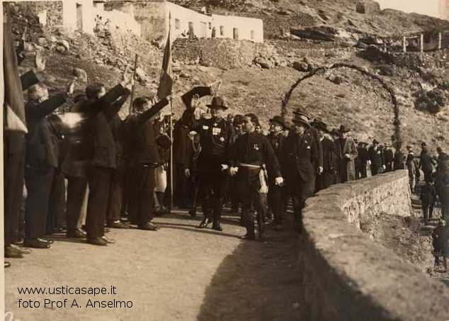 Ustica Nov 1929, visita autorità dell'epoca