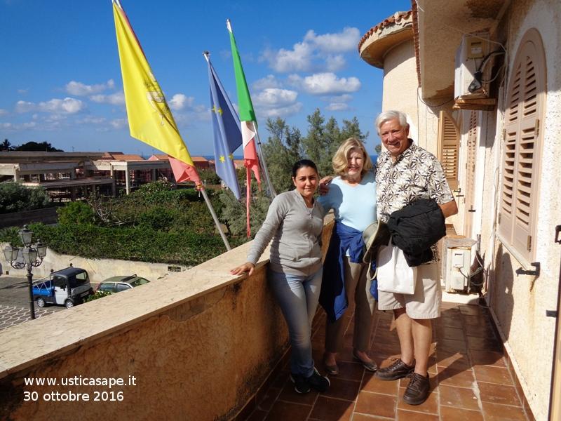 L'ex Sindaco di Gulfport (Mississippi) George A. Schloegel (mamma Bertucci) in visita al comune di Ustica