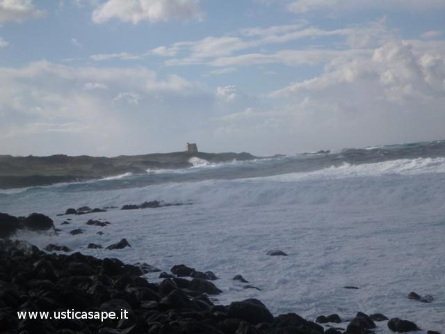 Ustica cattivo tempo, mare molto mosso