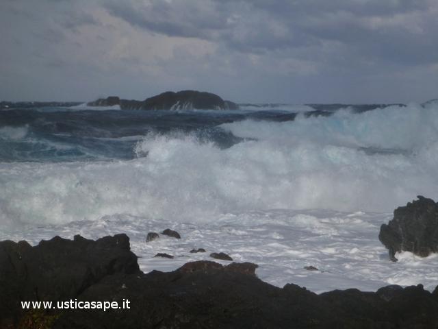 Ustica mare molto mosso