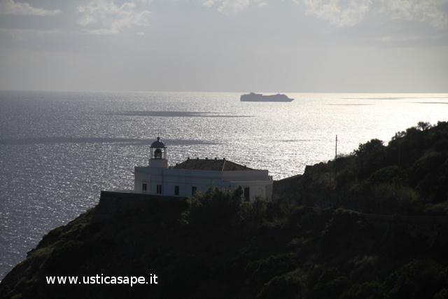Ustica,  Faro Omo Morto con nave