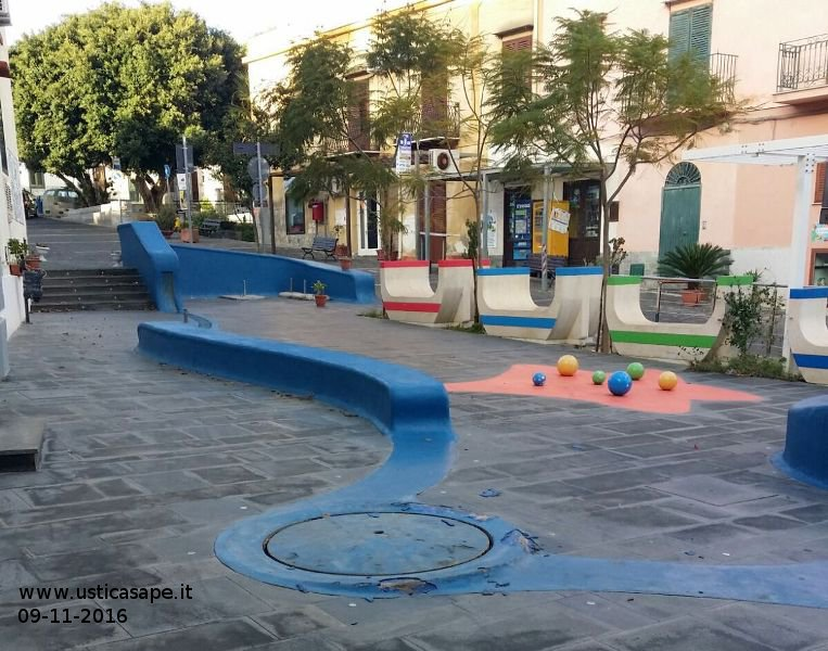 "Ustica piazza ""lumaca"" ""ammalorata"""