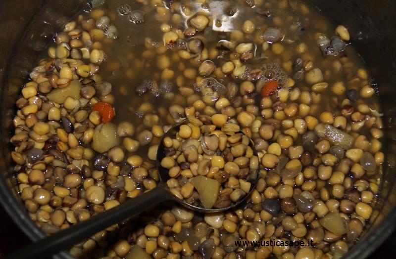 Zuppa di cicerchia è un piatto povero della tradizione contadina usticese