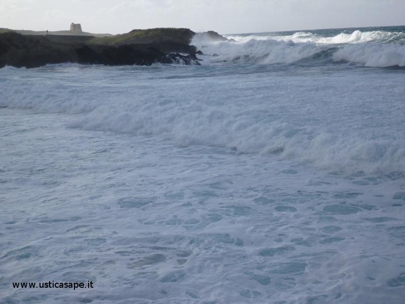Ustica, mare agitato a Cala Sidoti