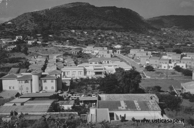 Ustica, panorama visto dalla strada che porta alla Falconiera