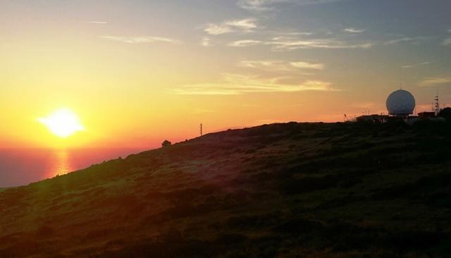 Ustica, tramonto con radar