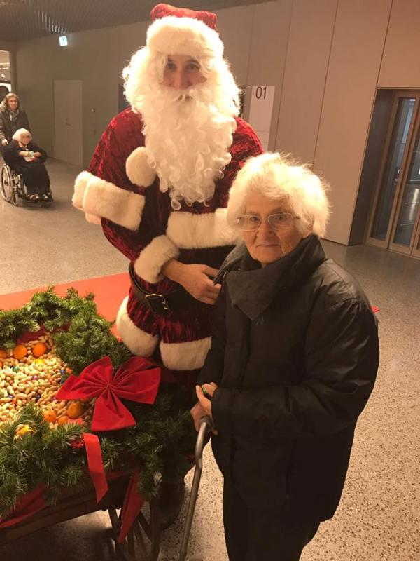 Giuseppina Tranchina Falanga con Babbo Natale