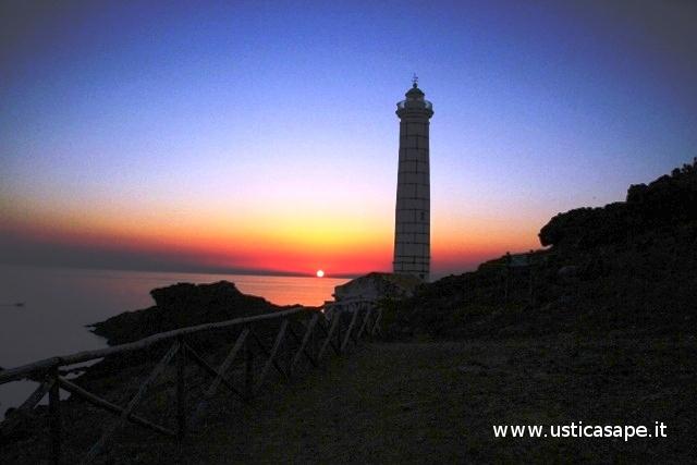 Ustica faro di Punta Cavazzi al tramonto