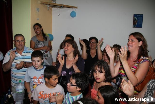 festeggiamenti e canti per Padre Andres