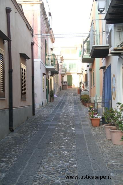 Ustica, via Roma