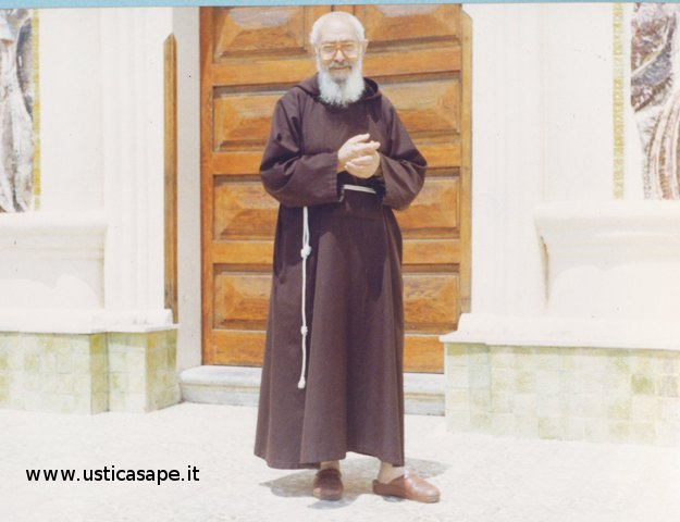 Padre Carmelo Natale 1987