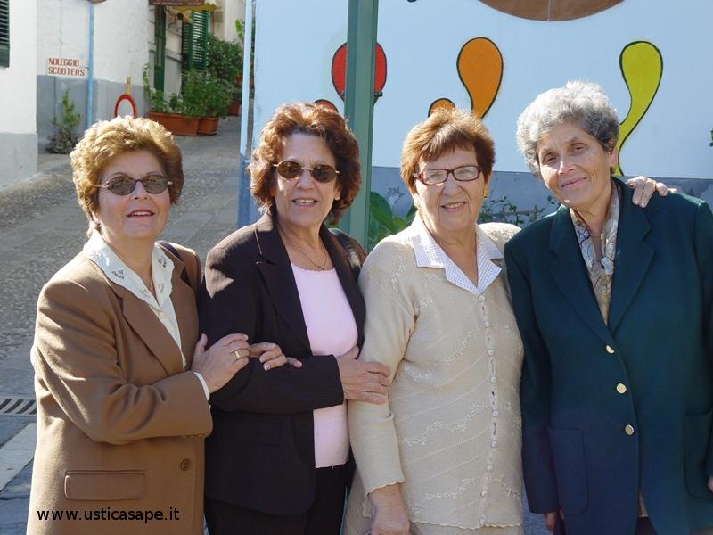 Foto ricordo di quattro vere Amiche